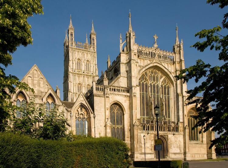 Gloucester_Cathedral_exterior_front.jpg