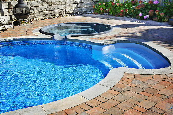 chlorine-free-pool-myth-debunked